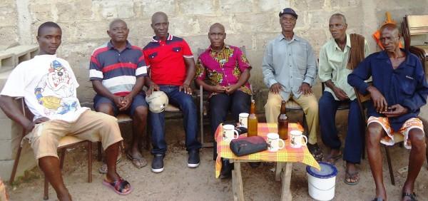 Le Chef Central du Ziki, Loblégnon Djahi Séraphin (au centre) venu apaiser la population de Bogoboua