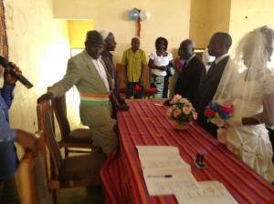 DJÉDJÉ Ziahourou Maire de Zikisso célébrant ici un mariage. Photo d'archive : Akra Djina