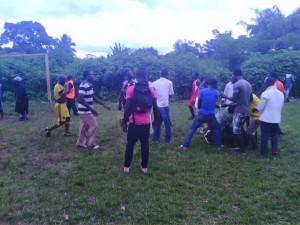 Coupe Pokou Laurent,  hier au stade d'Olirédou affrontement entre les deux equipes FC Douseba et Gbiyri FC, les pieds volent en l'air comme dans un dojo de karaté, des chaises endommagées. Les hooligans ou les barras bravas chez nous. Photo : Légou Frédéric