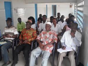 Grand Ziki : ce matin, réunion de gestion du centre de santé urbain de Zikisso en présence du sous-préfet; la chefferie dans sa majorité présente.
