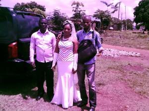 Mariage de mon frère ainé Gaé Roland à Tanda dans le Zanzan. Notre reporter Légou Frédéric reconnaissable à gauche de la photo.